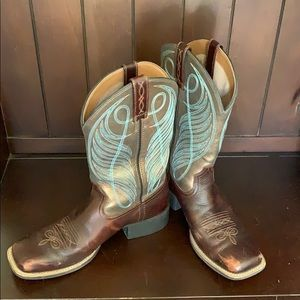 9B Square toe Ariat Western boots